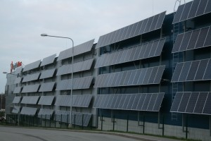 Lohistika Pluss paigaldas päikesejaama paneelid uue lao seinale.