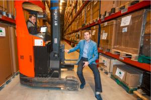 Logistika Plussi tegevjuht Toomas Orutar on ettevõtte laotõstukid varustanud sensoritega, et vähendada õnnetuste arvu laos.